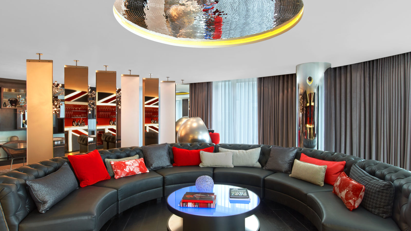 W London Leicester Square Extreme WOW Suite